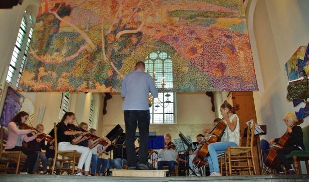 De jonge muzikanten van het Jeugdsymfonieorkest Rijnstreek speelden de sterren van de hemel. | Foto's Willemien Timmers