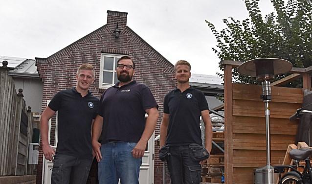 Veel kennis en kunde bij Van Schooten bouwmaterialen, v.l.n.r. Lars van der Zwet, Peter van Schooten en Stef Marijt. | Foto: Piet van Kampen