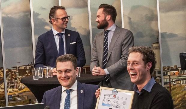 Adger van Helden (links) en Matthijs van Tuijl (rechts) zijn de winnaars van de Politicus van het Jaar. Eervolle vermeldingen zijn er voor Jacco Knape (linksachter) en Sonny Spek (rechtsachter).
