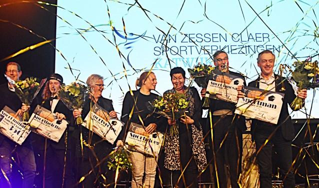 Alle winnaars en afgevaardigden van de niet aanwezige teams.  | Foto: Piet van Kampen