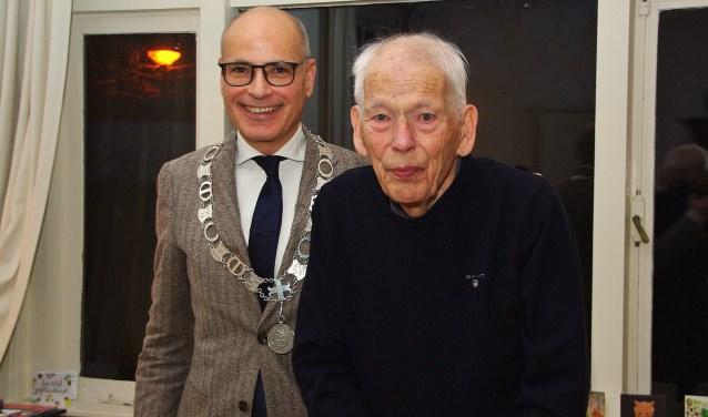 Burgemeester Jaensch feliciteerde Lodewijk Went met zijn honderdste verjaardag.