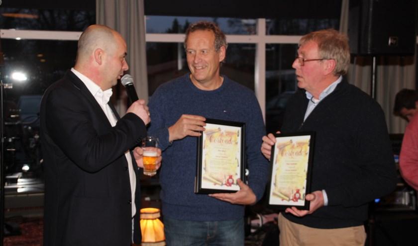 Voorzitter Rogier Hoeijmans met Bart Krol en Paul Jochemsz (r). | Foto: pr./Petra Dofferhoff