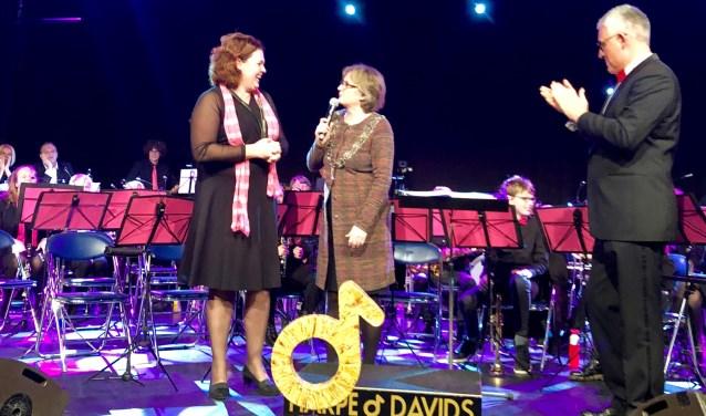 Luid applaus, ook van de presentator van de Maestroconcerten (en loco-burgemeester), Sjaak van den Berg. | Foto en tekst: Caroline Spaans