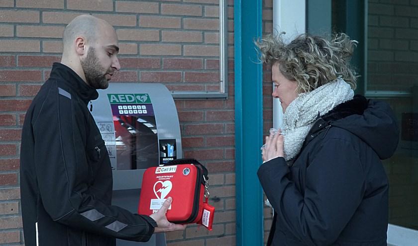 Aan de buitengevel van het Kwadrant is nu ook een AED te vinden. | Foto: Piet van Kampen