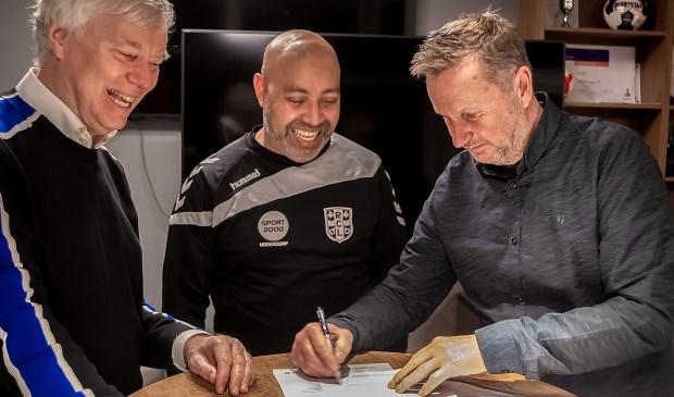 Dick van der Bijl (voorzitter RCL), Faizel Soekhai (hoofdtrainer RCL) en Rob Engelse (bestuurslid Voetbalzaken RCL).