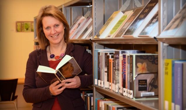Dorine Meijer, collectiespecialist bij de Bibliotheek Bollenstreek. | Foto: pr.