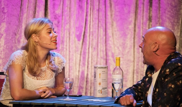 Liliane de Graaf en Onno Innemee in het theater. | foto: Harry Tromp