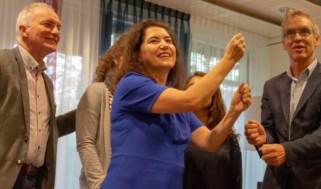 Wethouder Huri Sahin in november vorig jaar bij de opening van een expositie in het gemeentehuis.