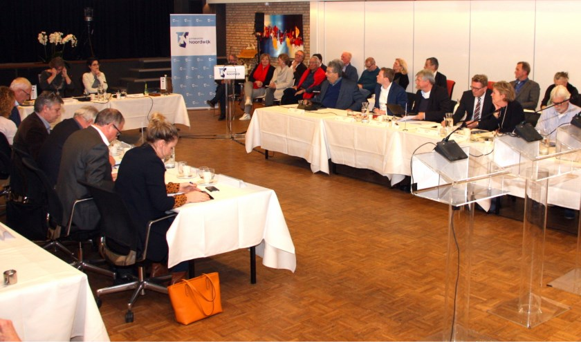 De eerste raadsvergadering, compleet met nieuwe werkwijze in De Duinpan. | Foto: WS