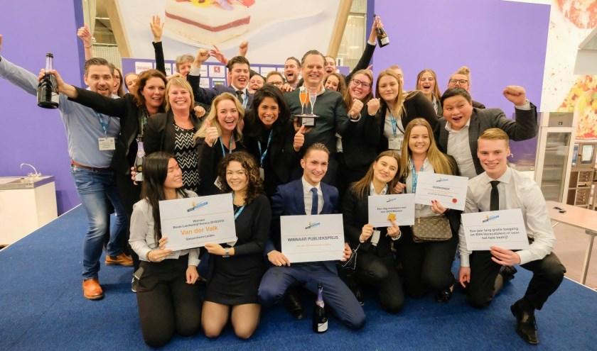 """Ab de Bruijn, directeur Van der Valk Sassenheim-Leiden (op de foto in het midden): """"Wij zijn waanzinnig blij met het winnen van de Award. Het is een prachtige prijs; de kers op de appelmoes.""""."""