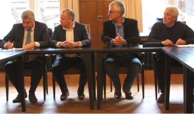 Trotse fractievoorzitters tijdens de speciale persconferentie inde Oude Raadzaal van Noordwijk