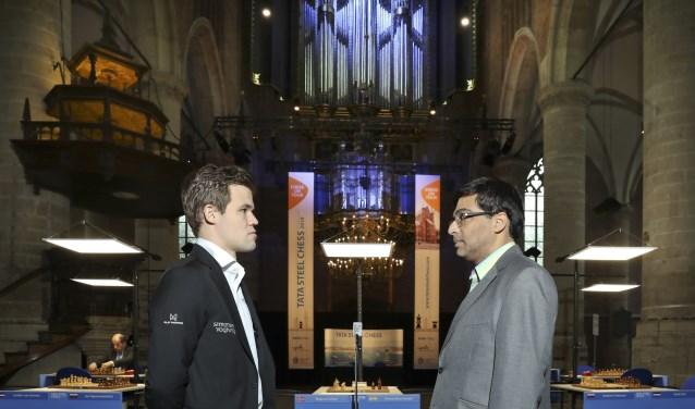 Anand en Carsen vlak voor hun wedstrijd.