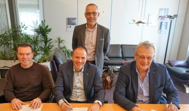 Mikel de Jong, Erik Hazenoot, Henk Oostingh (zittend v.l.n.r.) en Henk Griffioen (staand).