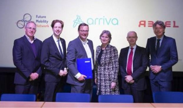 De betrokken partijen bij ondertekening van de samenwerkingsovereenkomst.