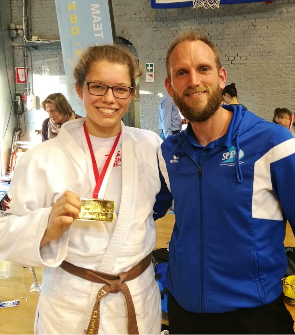 Eva Hornsveld is de beste in haar categorie. Trainer Johan Zagers is trots op zijn pupil.