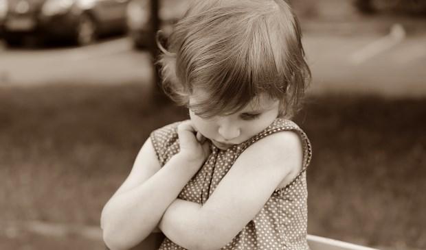 Verlegenheid wordt vaak gekoppeld aan jonge kinderen, maar het komt ook bij volwassenen volop voor.