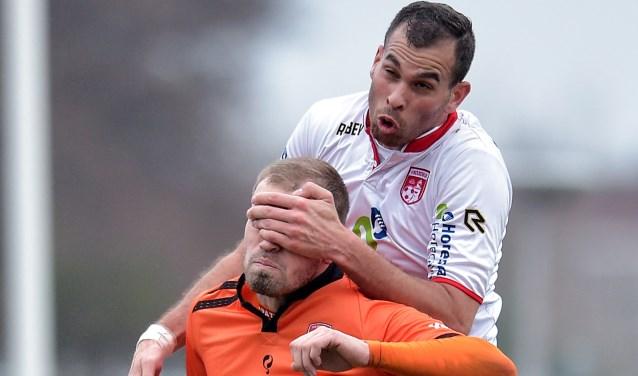 Bryan Jongeneel van Stedoco heeft ruzie met Brayen Bröcker. | Foto: OrangePictures