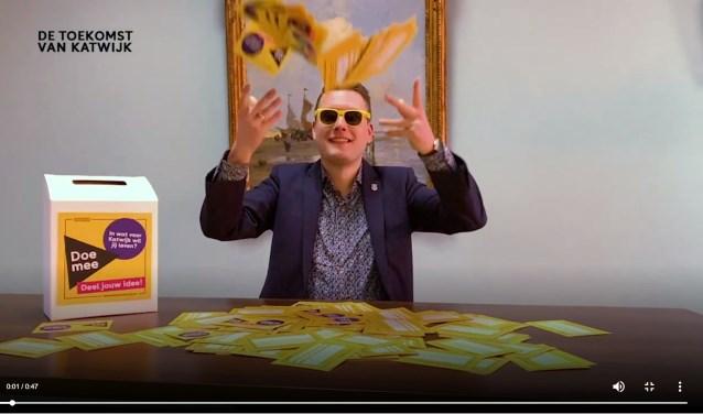 Wethouder Van Helden met de vele ideeën voor de toekomst. Het filmpje is te zien op www.detoekomstvankatwijk.nl | Foto: pr
