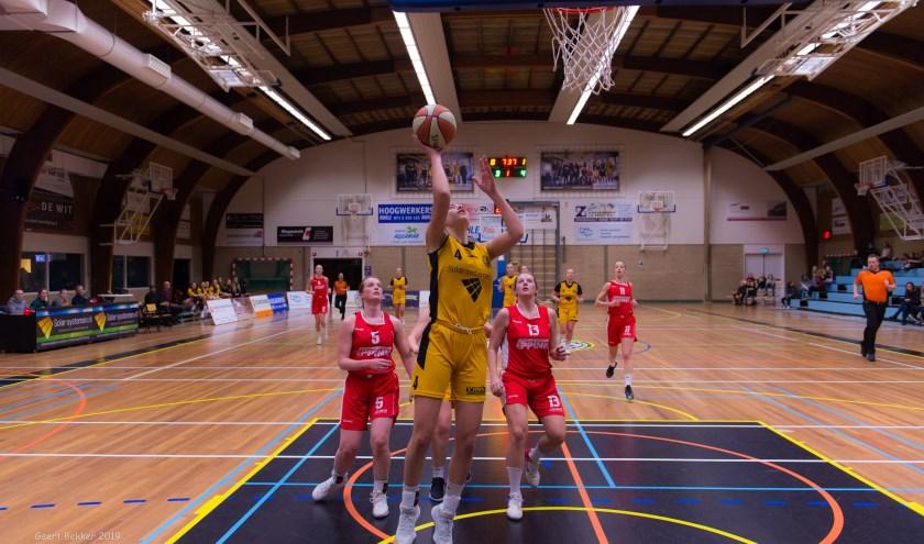 Noor Driessen sloot een prima wedstrijd af met een voor haar historische aantal van drie driepunters. | Foto: Geert Bekker