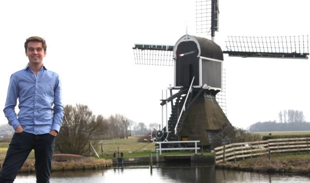 Bas Knapp bij de molen in de Hoogeveense polder: Richten op de kerntaken van het Waterschap. | Foto: W. Siemerink