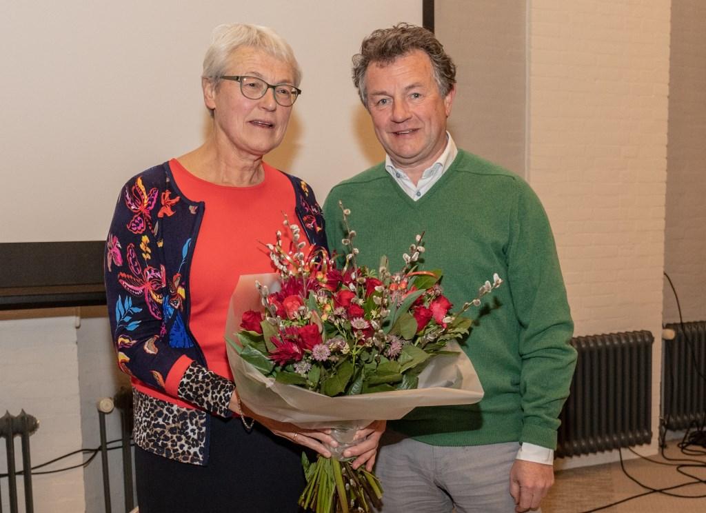 Rob Sturm neemt het voorzitterschap over van Rianne Meester. | Foto Wil van Elk Foto: Wil van Elk © uitgeverij Verhagen