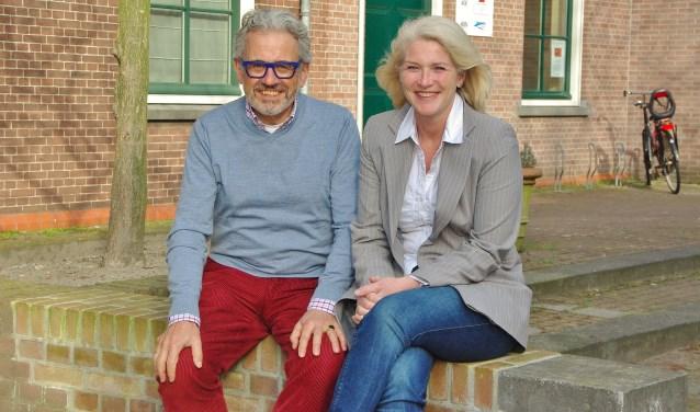 Joop Verdonk geeft met een gerust hart de voorzittershamer door. | Foto Willemien Timmers