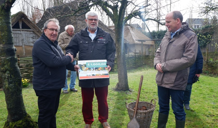 Peter van den Akker, Niko Geerlings en wethouder Gert-Jan Schotanus.