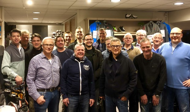 V.l.n.r. Floris van Dam, Paul Nederstigt, Rolf Duindam, Harry Graman, Maarten Benschop, Willem Kralt, Jaap van Duivenbode, Ken Koehler, Barry van Dam, Mark Voss, Nico Geerlings, Roel van Iersel, Sjaak Geerlings, Bert Pilaszek, Peter Tetteroo, Peter Engels en John van der Tol.