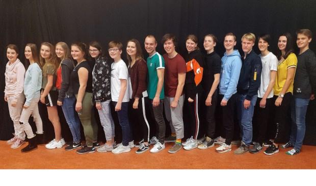 De spelers van Tikkie gaan het toneel op met 'Kans'.   Foto: pr.