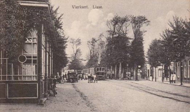 Oude ansichtkaart van het Vierkant in Lisse.