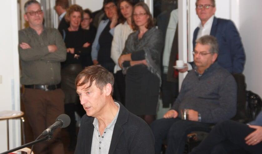 Inspreker Thomas Steenvoorden.   Foto en tekst: Willem Siemerink.