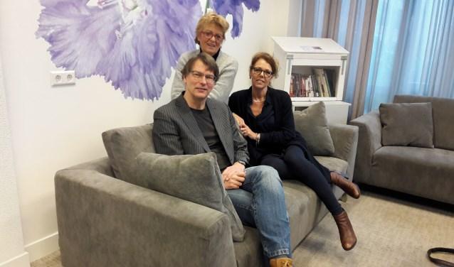 Johan Nouws (stichting MEE) en Talitha Kaptein (rechts, Nederlandse Vereniging voor Autisme) zijn de mede-organisatoren van de informatiebijeenkomst.   Foto: archief