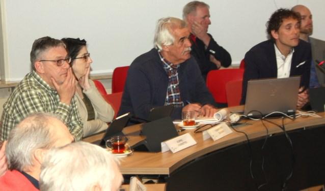 Voorzitter Koppel (L) stond geen politieke discussie en technische vragen toe. | Foto: WS