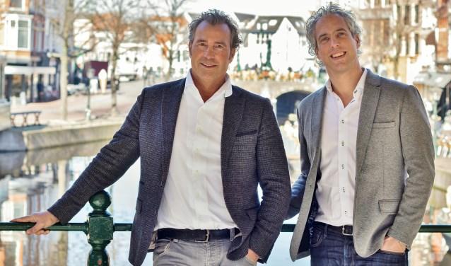 Dirk Bouman (directeur Uitgeverij Verhagen) met Roald Laport (oprichter en voormalig uitgever LOS Magazine).   Foto Lars de Neus