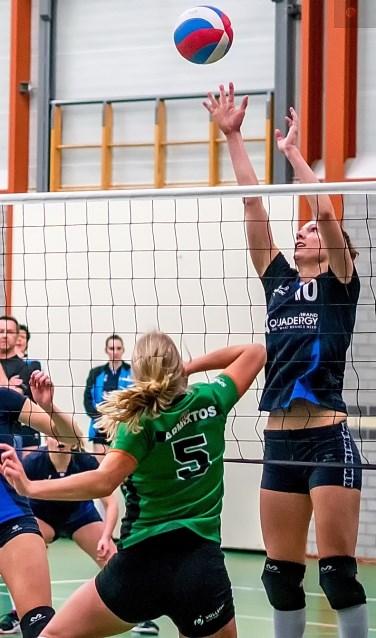 Anna van der Eik van Leython blokt. |  Foto: J.P. Kranenburg