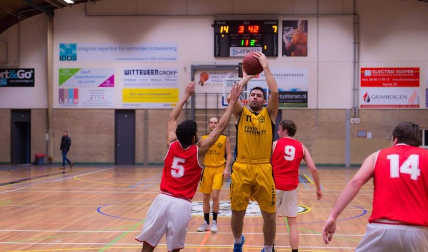 Michael Madanly scoorde de gelijkmaker waardoor na de verlenging alsnog de punten meegingen naar Katwijk. | Foto: Geert Bekker
