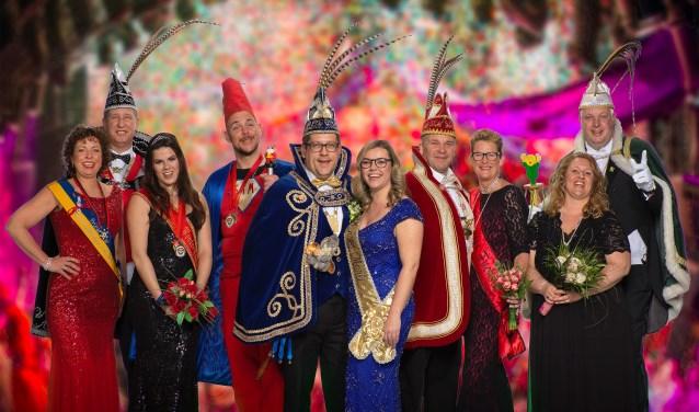 Groepsfoto van alle prinsenparen van de nieuwe gemeente Noordwijk.   Foto: Steven Bemelman.
