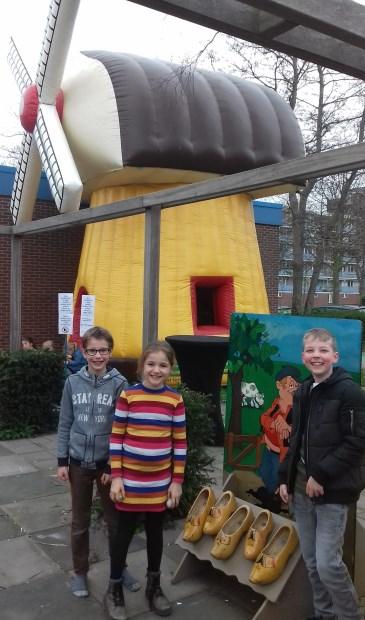 Op het educatieve plein was een toepasselijk springkussen neergezet in de vorm van een molen.