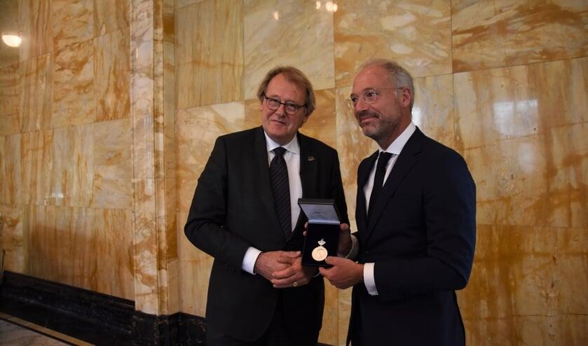 Jaap Smit (links) en Haro Schultz van Haegen.   Foto: Emile van Aelst.