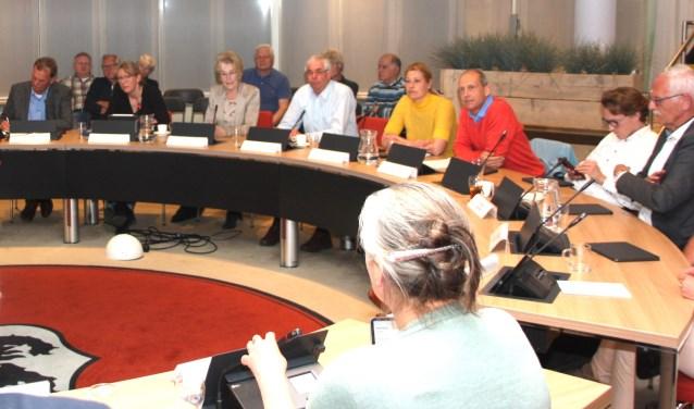 De beantwoording van  kritische vragen bleek de omwonenden niet gerust te stellen. | Foto: Wim Siemerink
