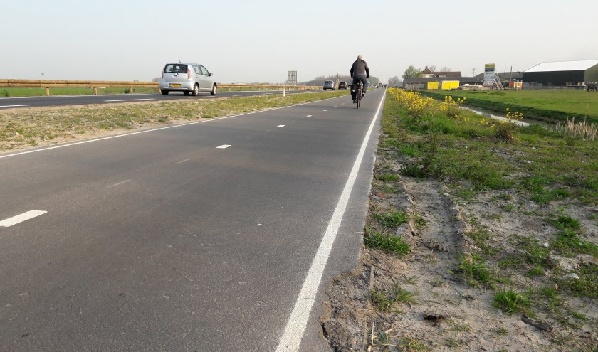 Na het groot onderhoud kwamen klachten over het niet meer verlichten van het fietspad.   Foto: MV