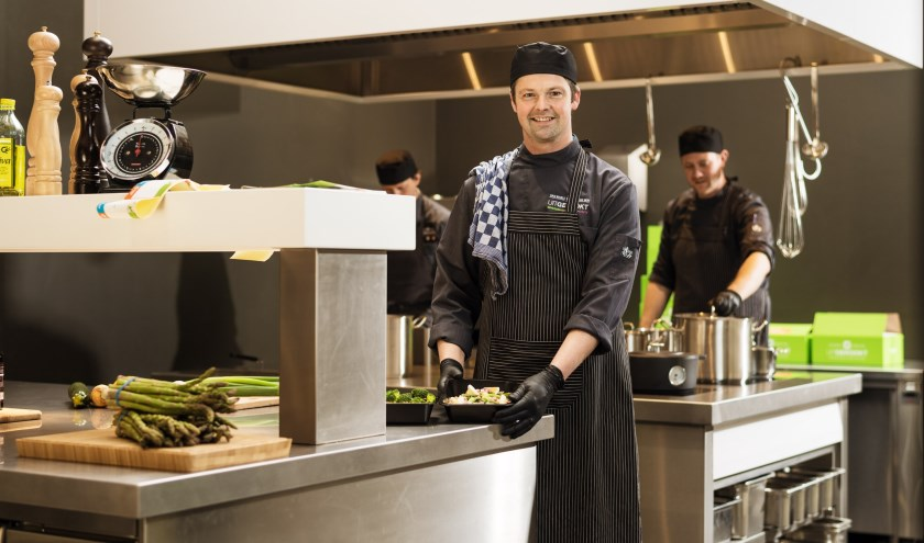 Chef Johan van Marle in de keuken.   Foto: pr.