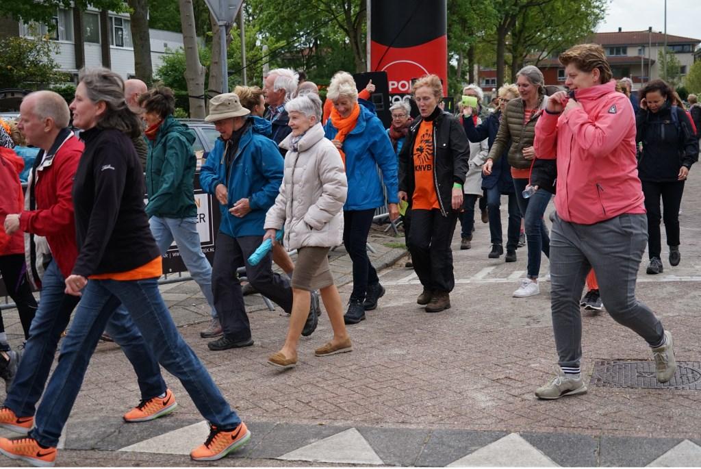 Ook een groepje wandelaar legde de 5 kilometer af. Foto: Corrie van der Laan © uitgeverij Verhagen