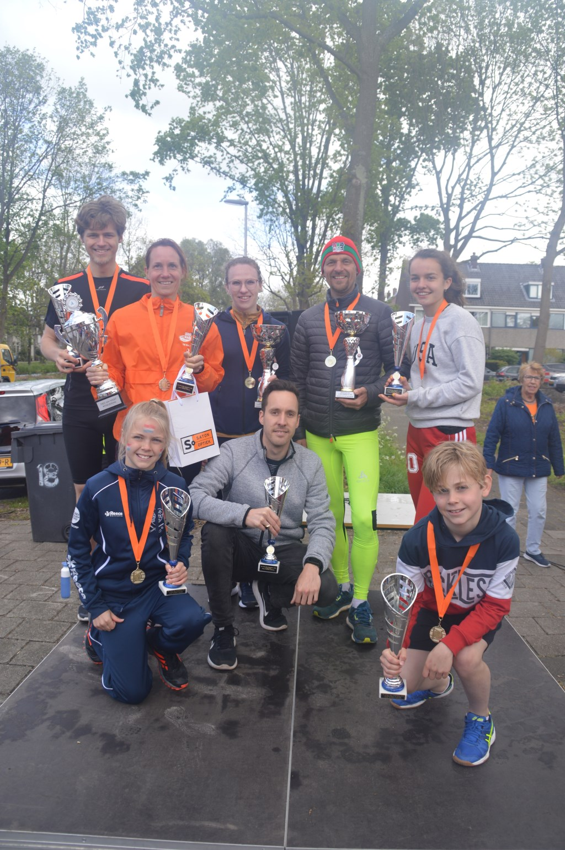 Alle winnaars bij elkaar. | Foto: Oranjevereniging Leiderdorp Foto: PR  © uitgeverij Verhagen