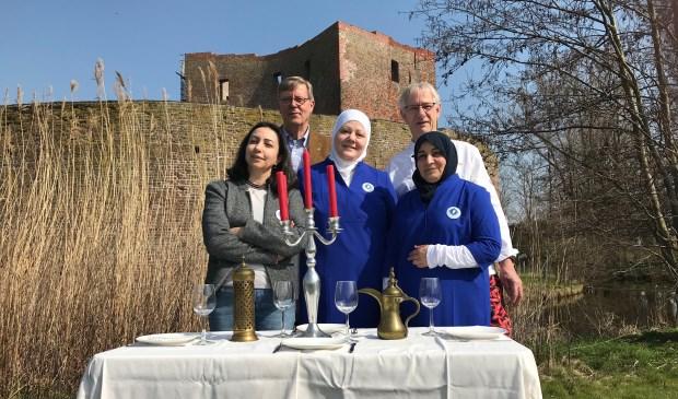 De stichting selecteerde in de Bollenstreek een groep Syrische vrouwen, die uitstekend kunnen koken en de ambitie hebben een cateringbedrijfje te starten.