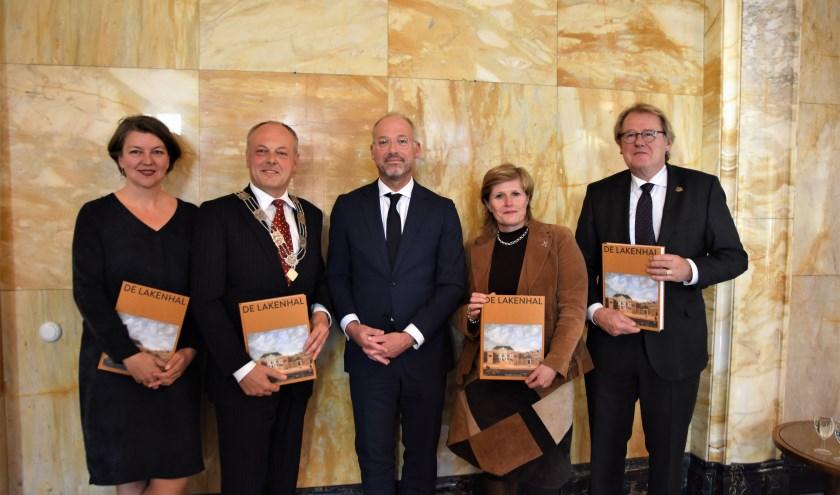 Vanaf links: Meta Knol, Henri Lenferink, Haro Schultz van Hagen, Yvonne van Delft en Jaap Smit. | Foto: Emile van Aelst
