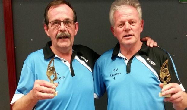 Dubbelspel kampioenen Leendert Kuijper en Theo van Ruiten.
