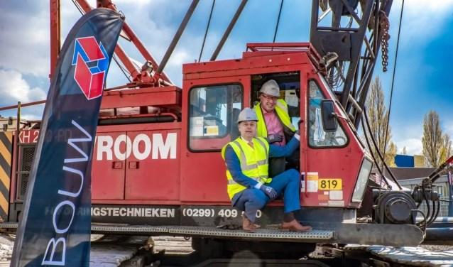 Willem Joosten (l.) en Chrétien Mommers op de heimachine.