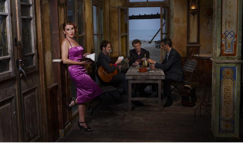 Fadango bij het Koetshuis combineert fado's met de Argentijnse tango's en andere stijlen.