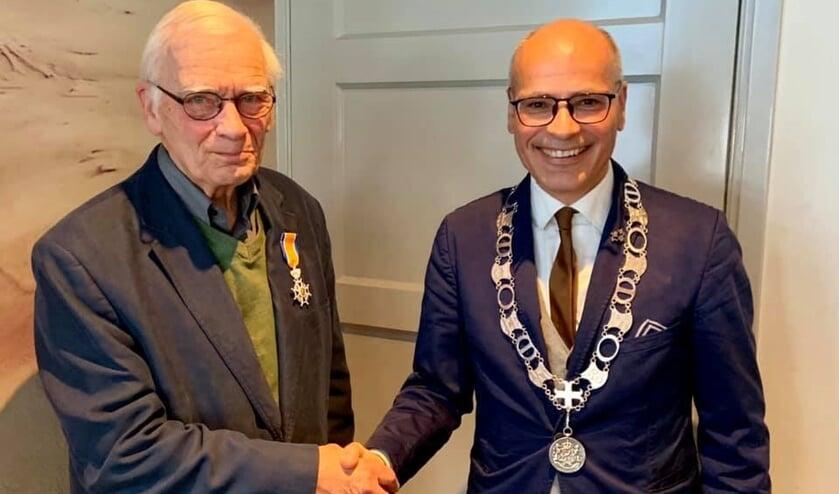 'Peter van Helsdingen stond in zijn leven altijd klaar voor raad. En is bovendien een aimabel mens', aldus burgemeester Jaensch.
